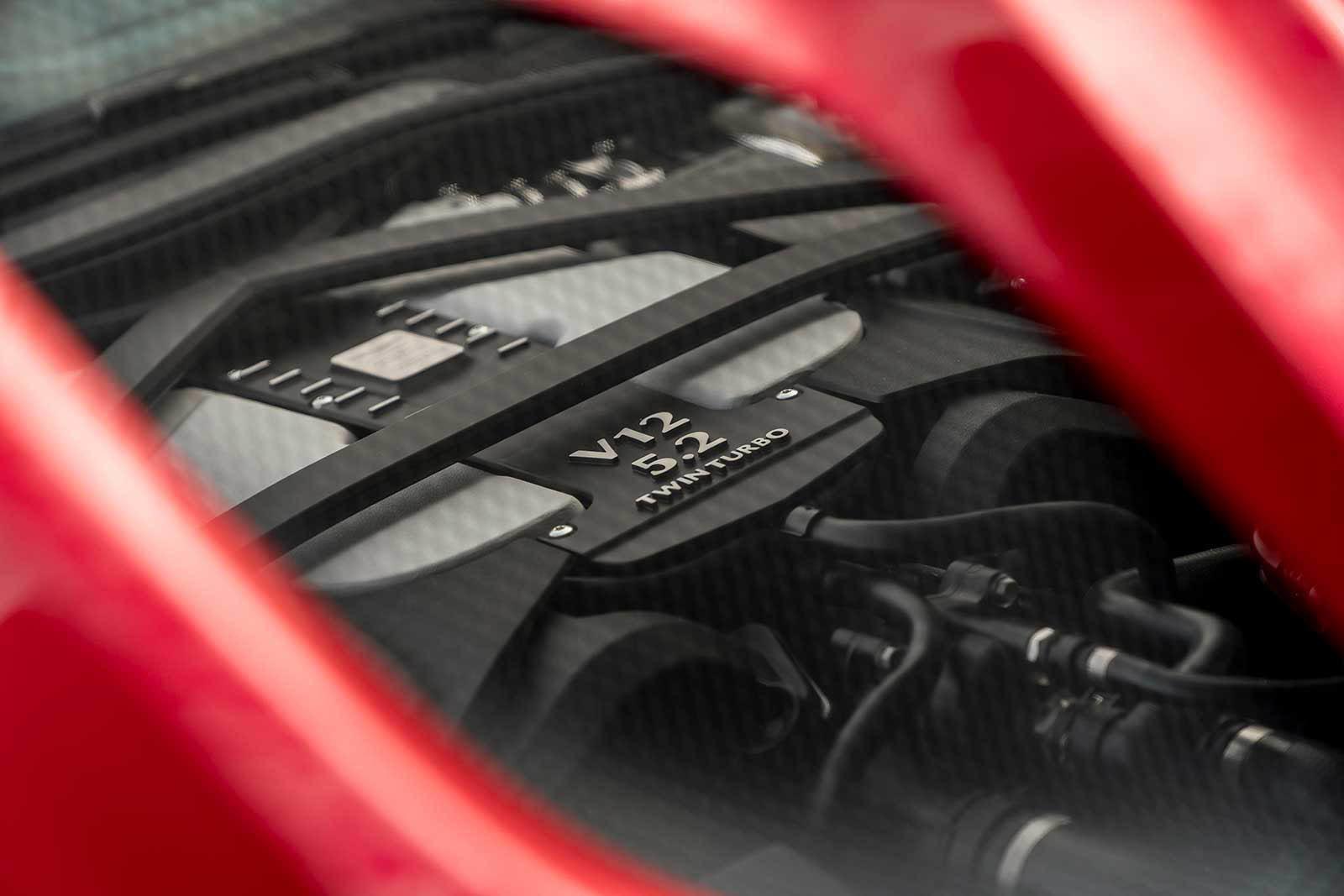 Foto de Aston Martin DBS Superleggera (30/31)