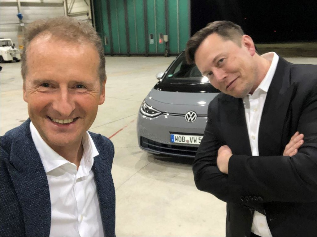 Elon Musk se pone a los mandos del Volkswagen ID.3: