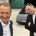 """Elon Musk se pone a los mandos del Volkswagen ID.3: """"Para no ser un coche deportivo, es bastante bueno"""""""