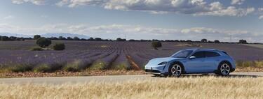 Porsche Taycan Cross Turismo, primeras impresiones: un coche eléctrico de espectaculares prestaciones dentro y fuera del asfalto