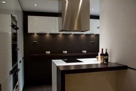 Aprovechar zonas de paso, una buena solución para amueblar cocinas pequeñas