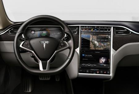 """El """"gadgetocoche"""" Tesla Model S sale a la calle"""