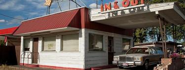Comprar sin bajar del coche: la historia del drive-thru, que nació en la Ruta 66