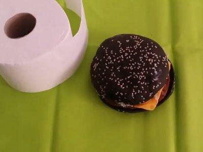 No, la hamburguesa negra de Burger King no te hará cagar verde. No en España, al menos