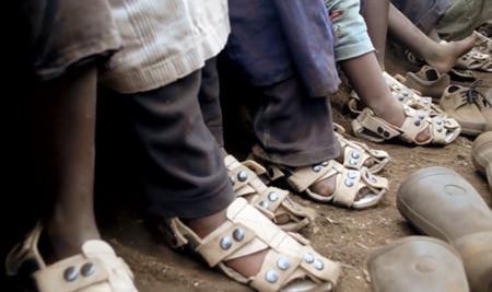 Un calzado que crece hasta cinco tallas en cinco años, una gran idea para países en desarrollo