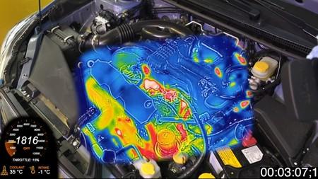 ¿Qué pasa al arrancar en frío un motor? Esta cámara térmica te enseña lo que tus ojos no ven