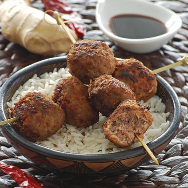 Pinchos de albondiguillas asiáticas: receta de picoteo