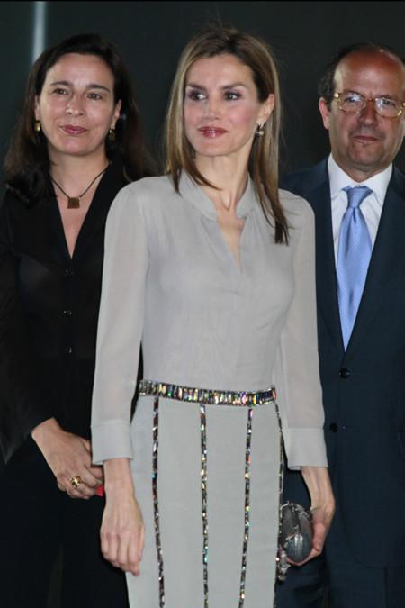 El look de Doña Letizia en su primera aparición en solitario después de la Abdicación, sobria y elegante