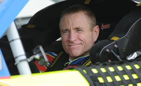 Mark Martin seguirá pilotando hasta los 54 años