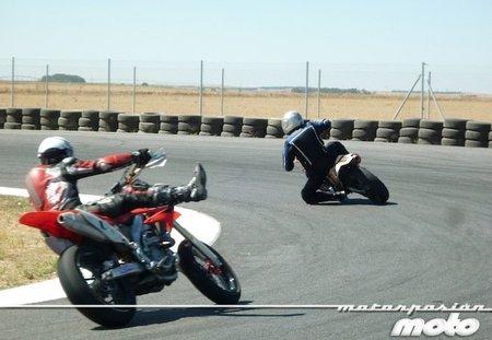 KTM-supermotard-FK1-curvaizquierdas