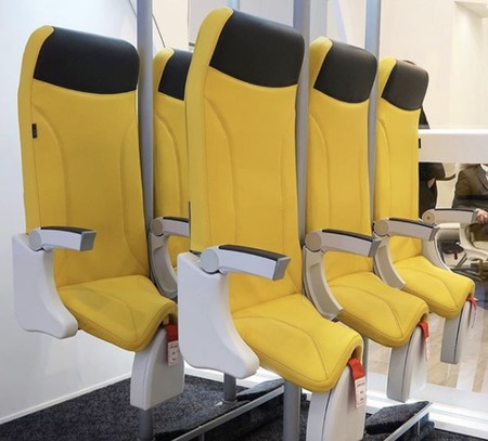 Viajar 'de pie' en un avión es una idea terrible, pero las compañías siguen insistiendo en el tema
