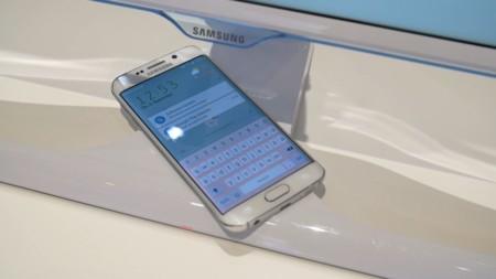 Samsung lanzó en Cali su monitor SE370 el cual cuenta con cargador inalámbrico incluido