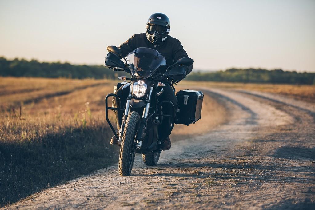 Las motos eléctricas de Zero se refuerzan con la Black Forest: más autonomía y un equipamiento casi excesivo