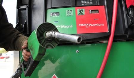 Estudiantes del IPN crean dispositivo para comprobar que recibes litros completos de gasolina