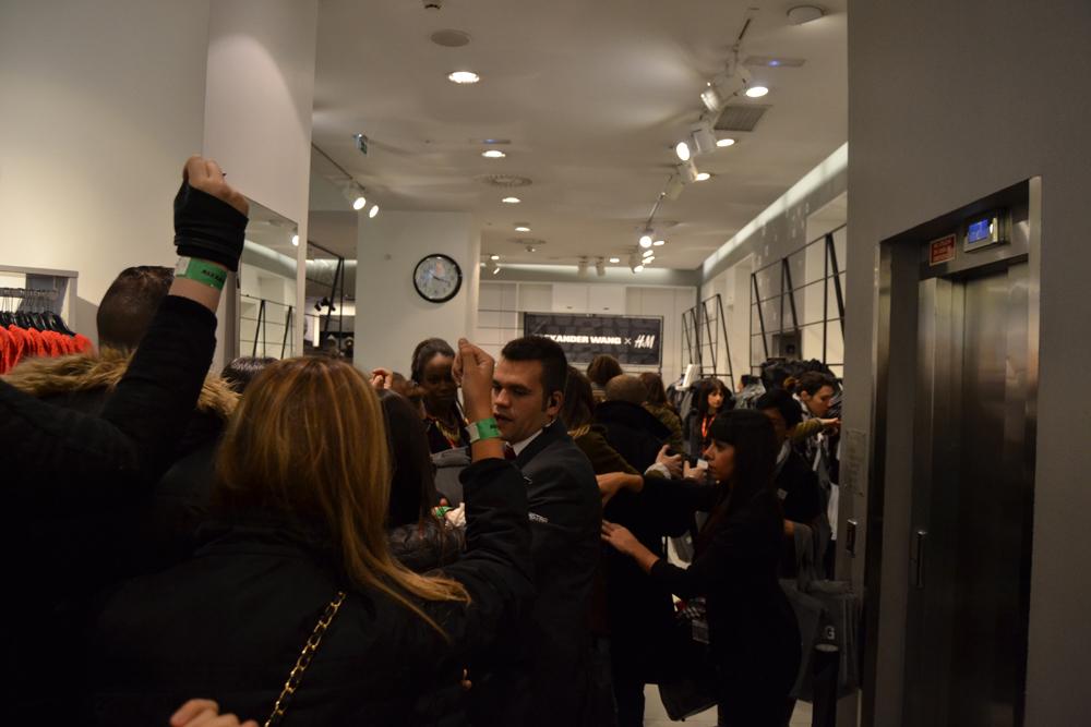 Foto de Alexander Wang x H&M, la colección llega a tienda (Madrid, Gran Vía) (12/27)