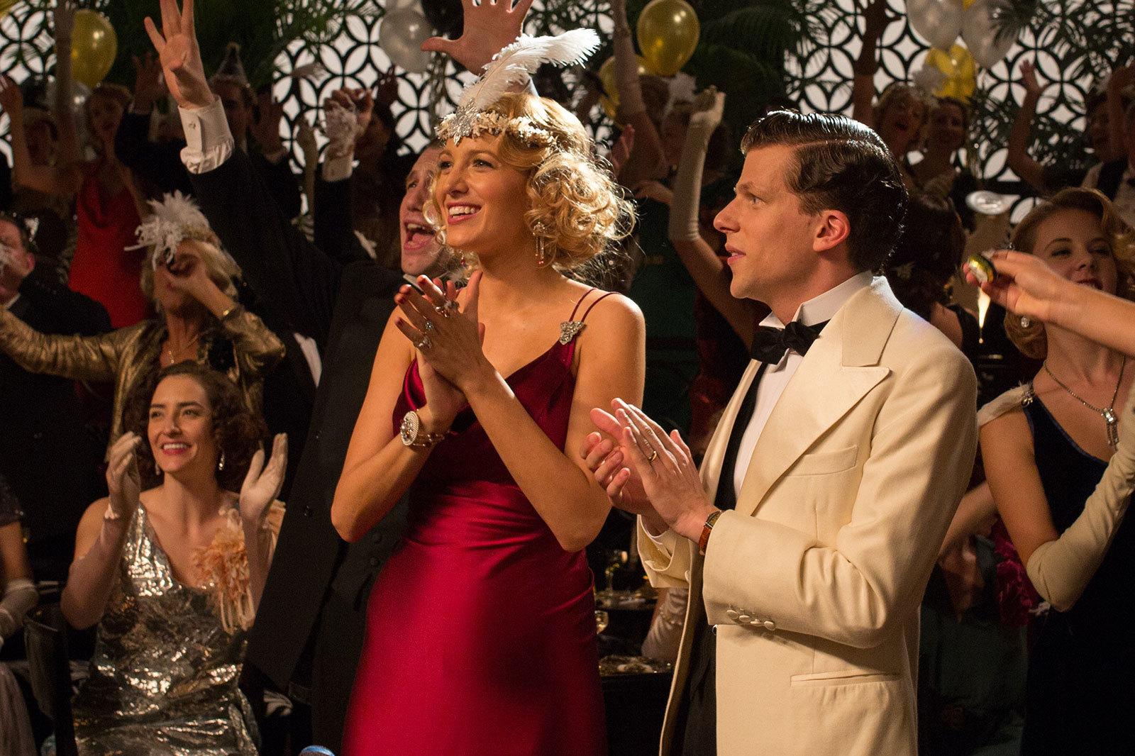 Foto de Blake Lively y Kristen Stewart protagonistas del vestuario de Café Society. Enamórate con sus maravillosos looks (6/12)