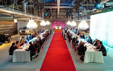Rolls Royce o cómo organizar una cena formal en una fábrica con éxito
