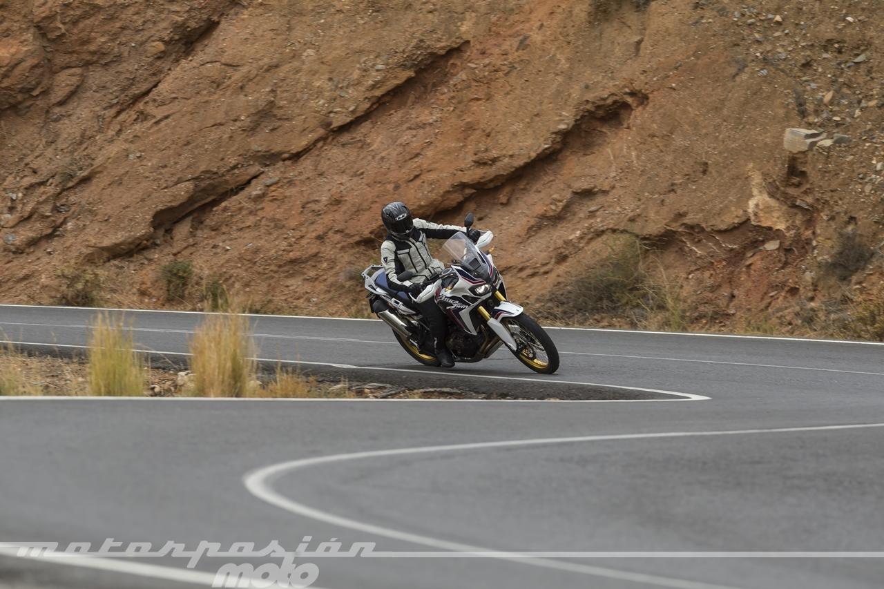 Honda CRF1000L Africa Twin carretera