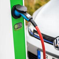 El Gobierno reactiva las ayudas a coches eléctricos e híbridos con el plan VEA 2019: así funciona