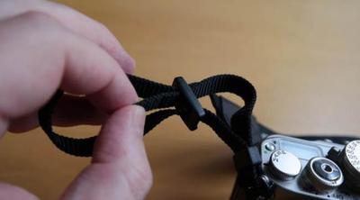 ¿Estás seguro de haber fijado correctamente la correa de tu cámara? Esta es la forma más fiable de hacerlo