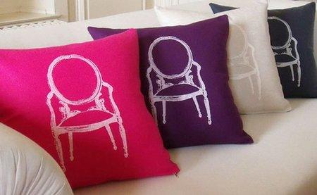 Cojines decorados con la silla Louis
