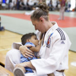 El bonito momento en el que una judoca amamanta a su bebé de 2 años y medio en plena competición