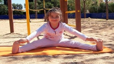 """""""A los niños les encanta el yoga"""". Bebés y más entrevista a Mari Cruz Isasi, profesora de yoga y meditación"""