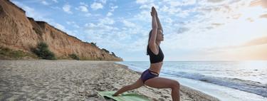 Practicar Yoga al aire libre en vacaciones: estos son los beneficios que puedes conseguir para mente y cuerpo