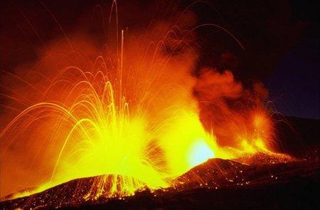 ¿Cuál es la razón de que el interior de la Tierra continúe tan caliente?