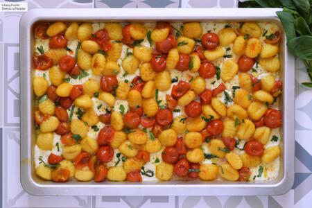 Ñoquis caprese al horno: receta ultra fácil, rápida y con la que mancharás solo una bandeja