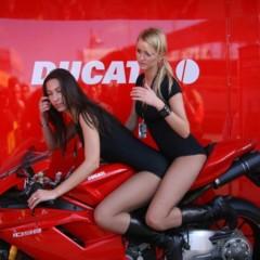 Foto 28 de 35 de la galería las-pit-babes-de-estoril-en-una-ducati-1098 en Motorpasion Moto