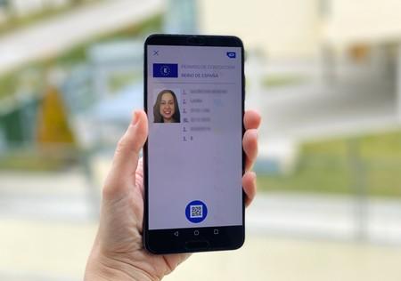 El sueño de identificarnos solo con el móvil está más cerca: la app de la DGT tendrá la misma validez que el carnet de conducir físico