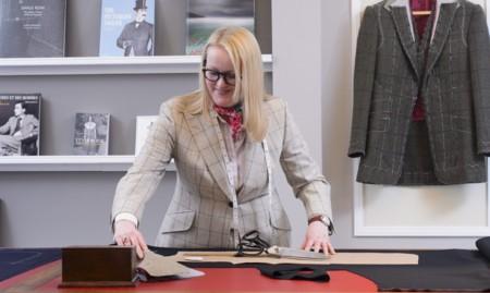 Kathryn Sargent tiene los pantalones bien puestos como la primera mujer sastre de Savile Row