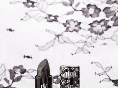 El nuevo Smoky Lip de Lipstick Queen intensifica el color natural de tus labios con un efecto misterioso
