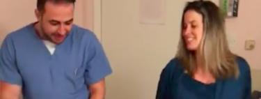 El obstetra que baila con las madres durante el trabajo de parto para ayudar a nacer a sus bebés