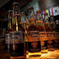 No, el coronavirus no está relacionado con la cerveza Corona de México, aunque mucha gente que cree que sí