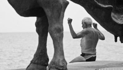 El entrenamiento con pesas es fundamental para las personas mayores