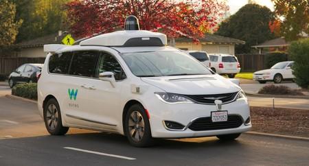 La era del taxi autónomo de Waymo comenzará a principios de diciembre según Bloomberg