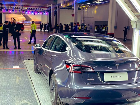 El coronavirus de Wuhan se ceba con la principal fábrica de coches del mundo: China. Tesla, Renault y BMW, entre las afectadas