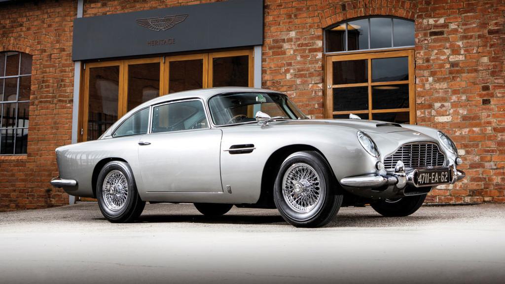 A subasta uno de los Aston Martin DB5 'Goldfinger' de James Bond, original y cargado de gadgets funcionales