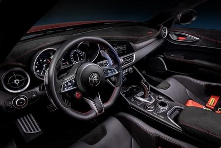 Alfa Romeo Giulia Gta 16