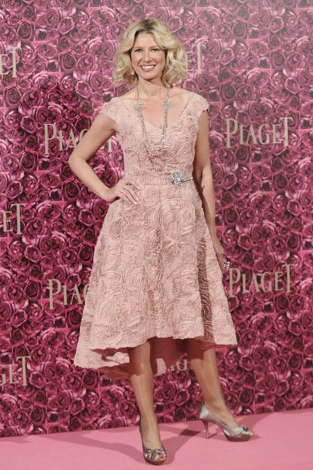Combinar vestido rosa y blanco