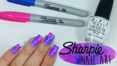 ¿La última tendencia del nail art? Pintar las uñas con un acabado de 'rotulador'