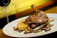 Confit de pato con compota de manzana con raíz de apio. Receta