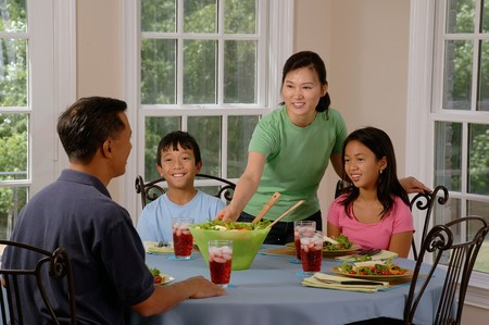 Family Eating At The Table 619142 1280