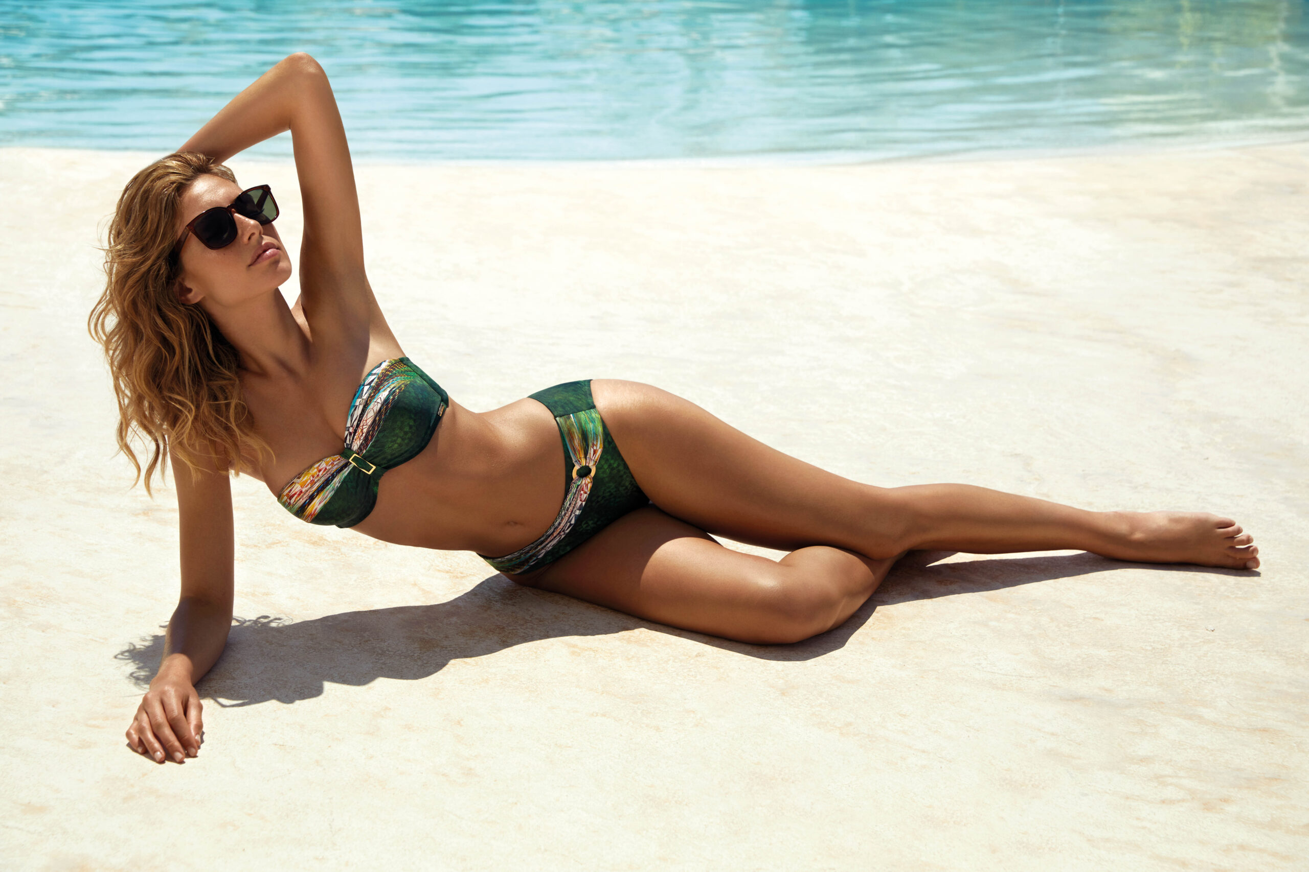 Bikini verde con detalles étnicos