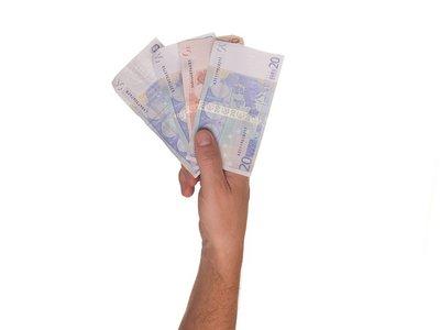 No, el salario más habitual en España no paga casi el 40% en impuestos y cotizaciones, pero se acerca mucho