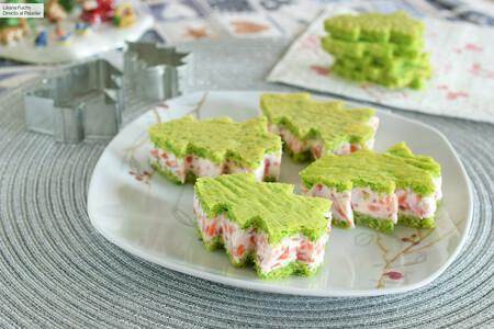 Canapés árbol de Navidad con relleno de crema de queso y salmón ahumado: receta tan rica como divertida