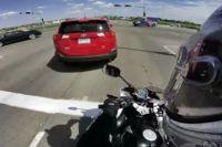 ¿Un SUV marcha atrás en medio de un cruce? ¡Corre por tu vida!