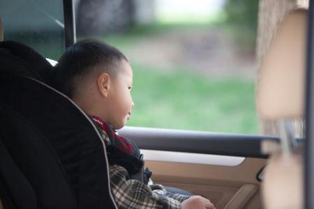 Mi hijo se marea en el coche, ¿qué puedo hacer?